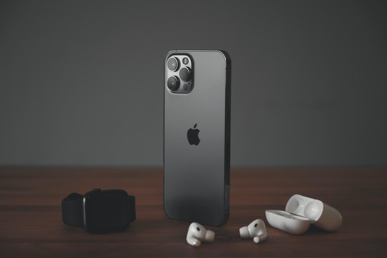 Линейка iPhone 12 стала самой продаваемой в минувшем квартале — она забрала треть всей выручки