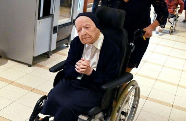 Француженка смогла победить COVID-19 и отпраздновать свой 117-ый день рождения