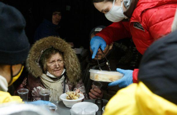 Новый рекорд: в Петербурге испекли 700 кг блинов для бездомных