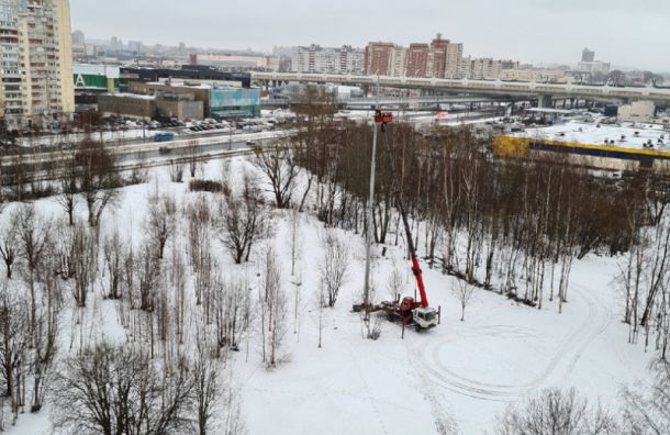 Активисты пожаловались на опору антенны сотовой связи в сквере на Савушкина