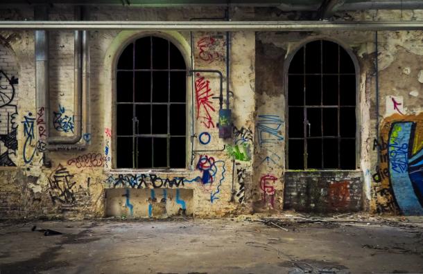 В двух районах Петербурга создадут специальные зоны для граффити