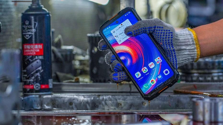 Oukitel начала продажи суперзащищенного смартфона WP10 с батареей 8000 мАч