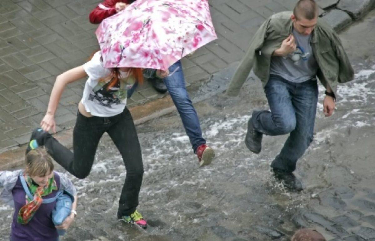 Сильные дожди, грозы и шквалы: украинцев предупреждают об ухудшении погоды