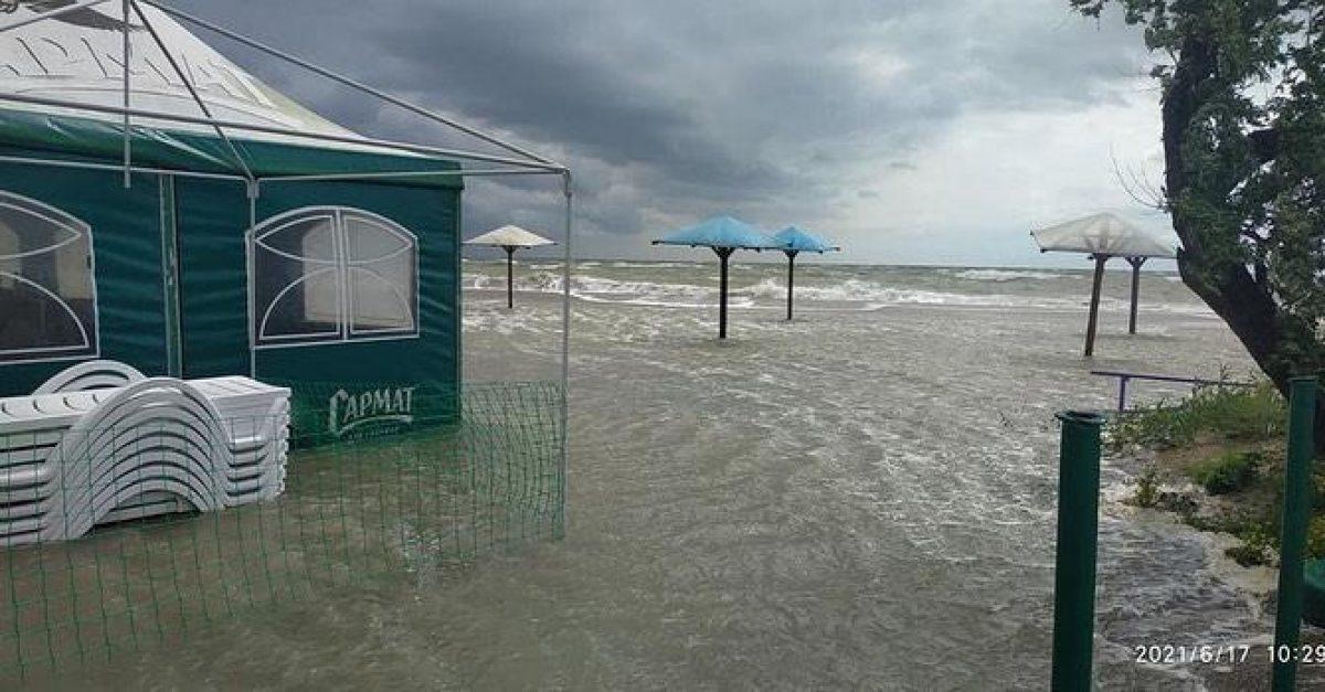 В Кирилловке и Бердянске затопило пляжи: вот что от них осталось