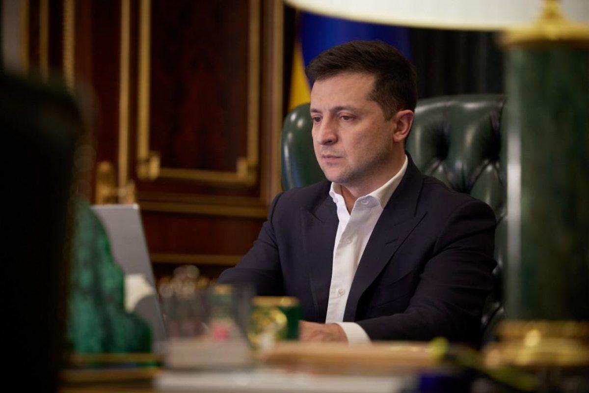 Зеленский отреагировал на стягивание войск РФ к границам Украины