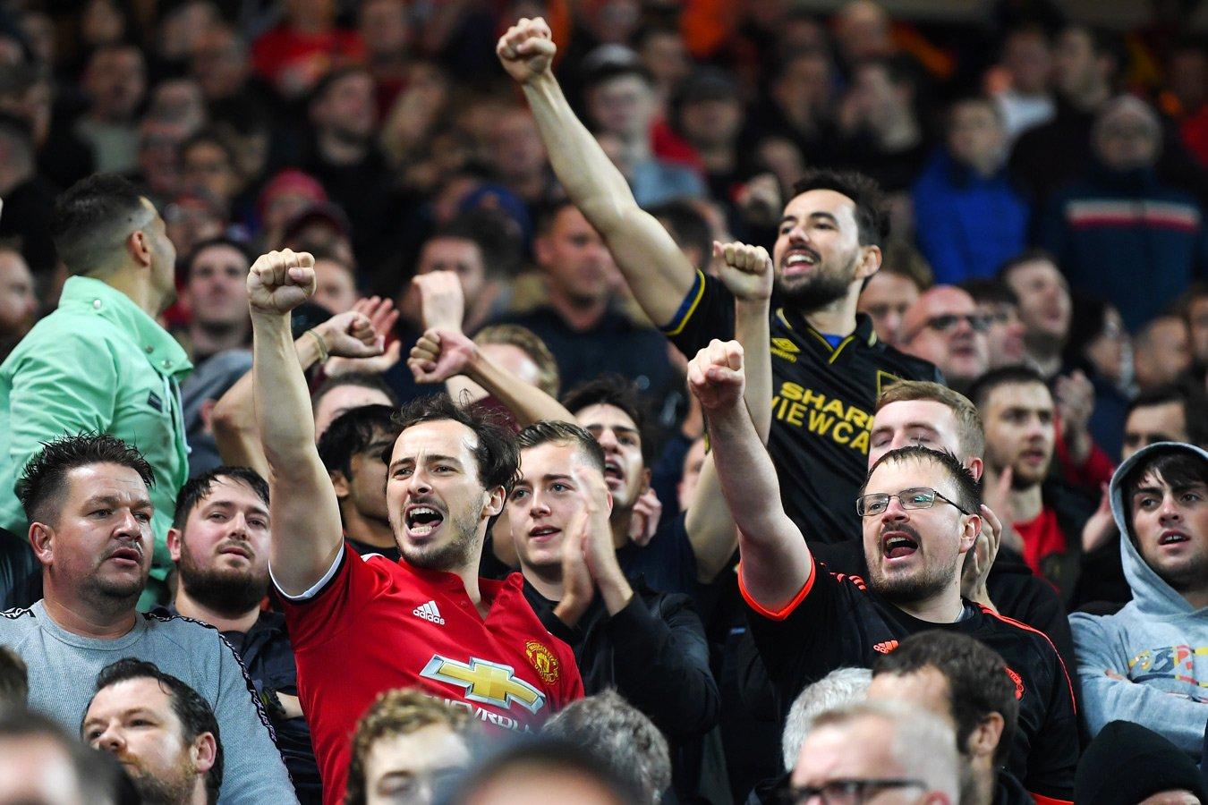 Тысячи фанатов «Манчестер Юнайтед» протестуют против владельцев клуба. Видео