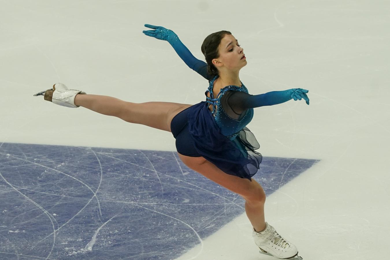 Щербакова с личным рекордом опередила Туктамышеву в короткой программе на командном ЧМ
