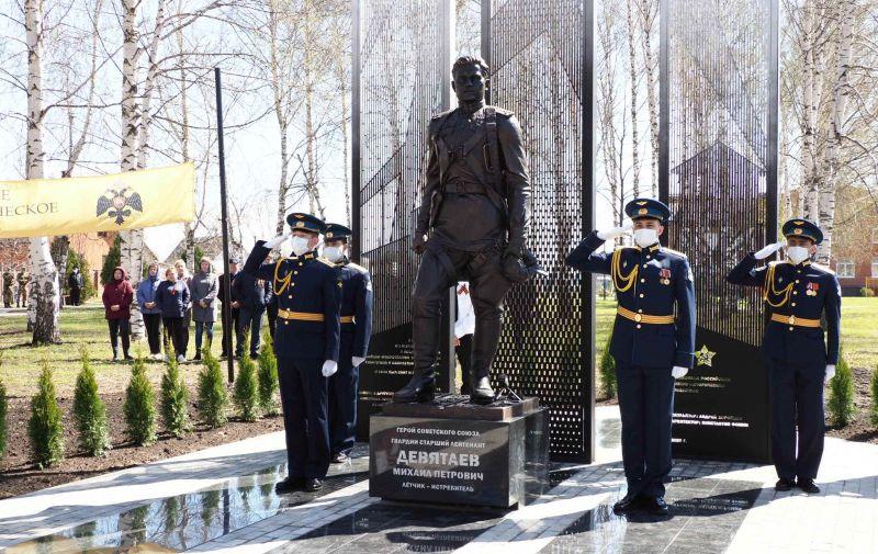 Врио главы Мордовии открыл памятник герою СССР Девятаеву