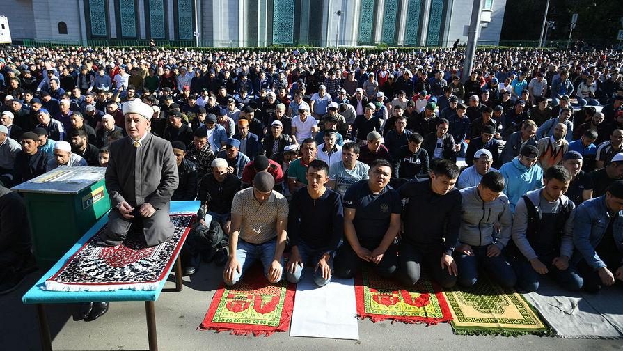 'Люди не помещаются в мечети': муфтий Москвы обеспокоен нехваткой места для молитв