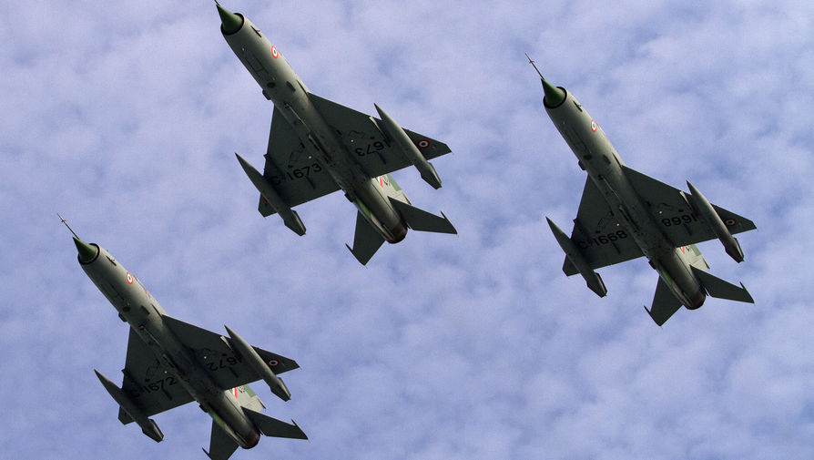 Истребитель МиГ-21 ВВС Индии разбился на западе страны