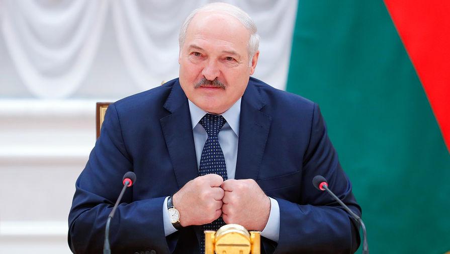 Лукашенко заявил, что белорусов необходимо научить пользоваться стрелковым оружием