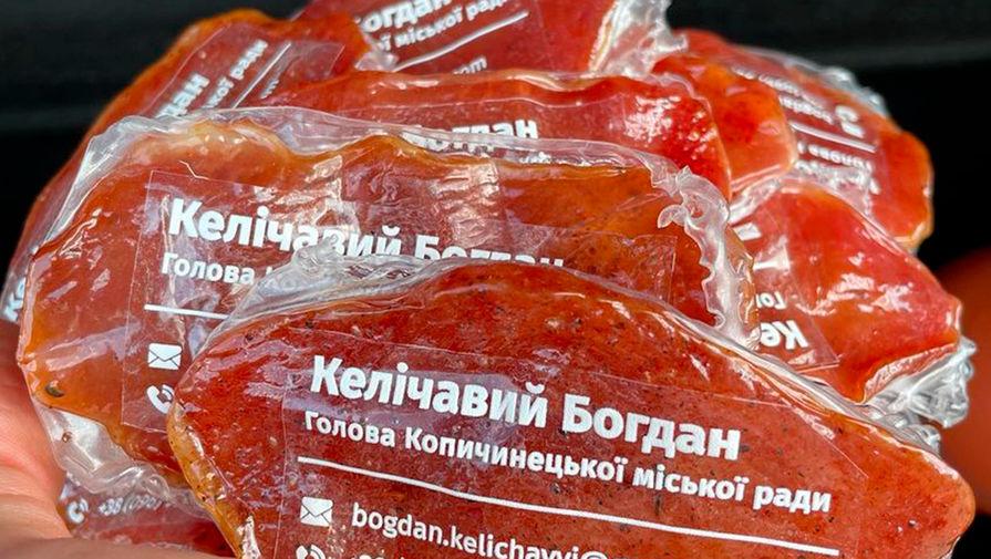 Украинский чиновник сделал визитки из мяса