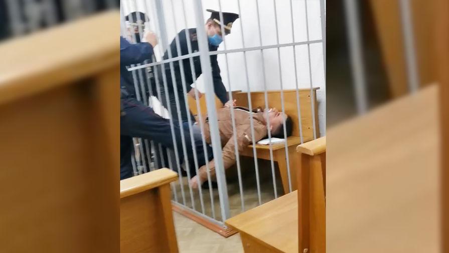 Белорусский оппозиционер Латыпов совершил попытку суицида в суде