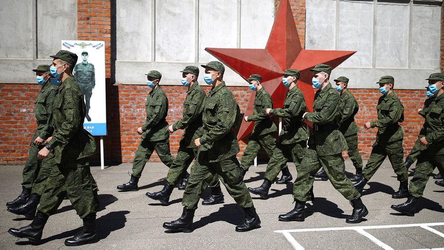 В российской армии стало меньше дедовщины и больше коррупции