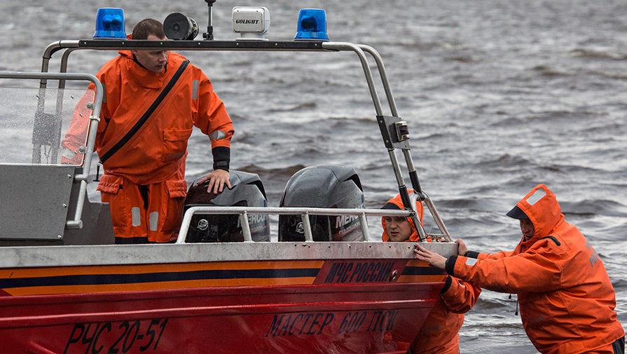 Лодка с людьми перевернулась близ Архангельска