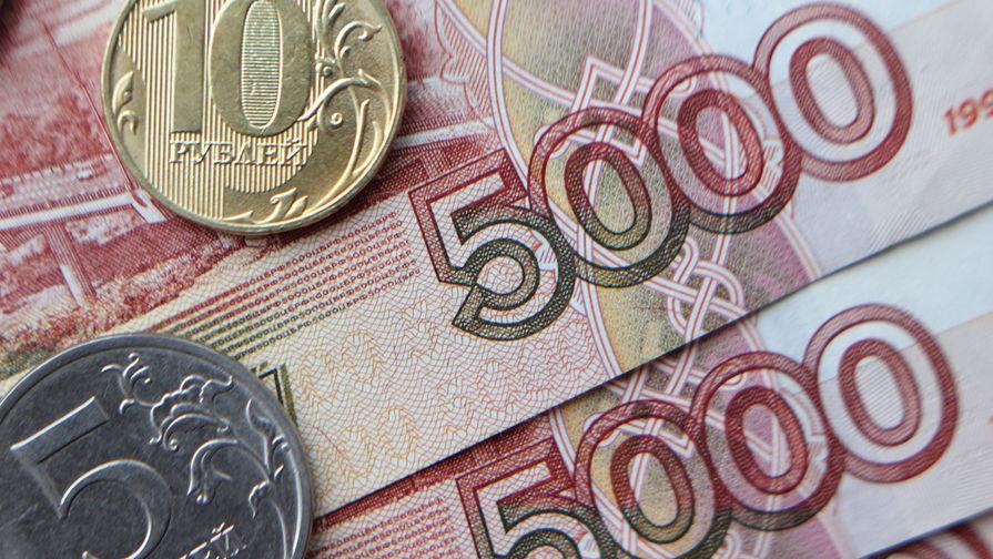 Мишустин поручил провести выплаты по 10 тыс. руб. на школьников до 17 августа