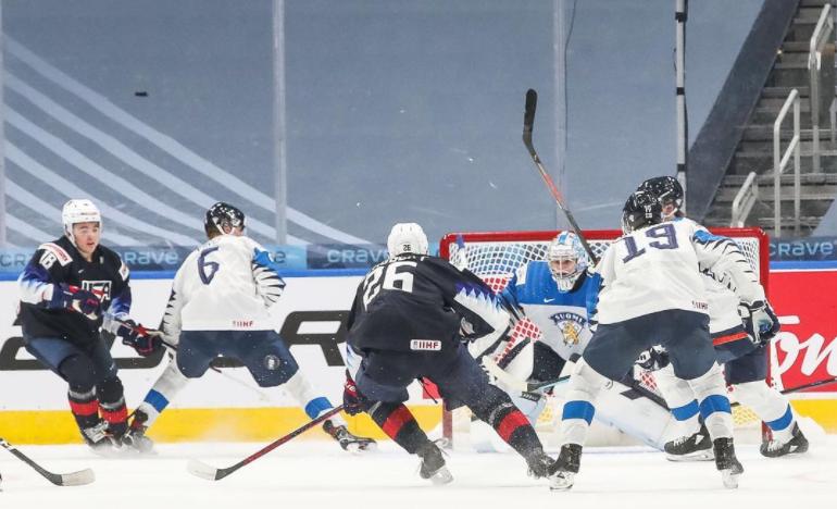 Стали известны первые участники плей-офф чемпионата мира по хоккею