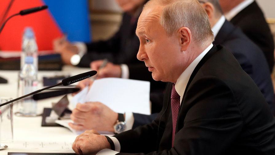Путин заявил, что Россия не ведет учений у границ США, а 'американцы это делают сейчас'
