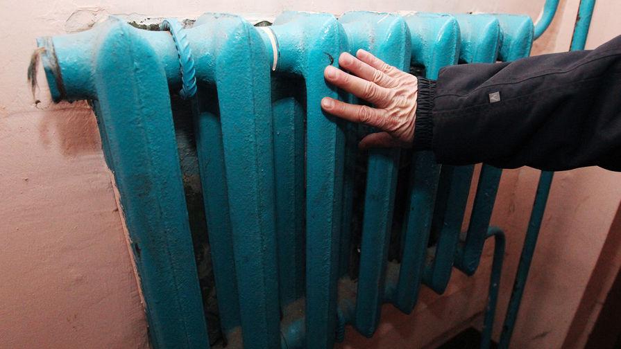 В Петербурге в нескольких домах в жаркую погоду включили отопление