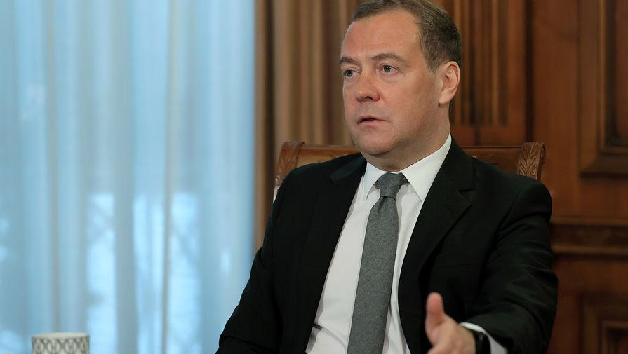 Медведев заявил, что мир должен отказаться от 'вакцинного национализма'