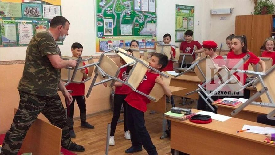 В казанской школе учитель ОБЖ устроил 'нападение' на младшеклассников