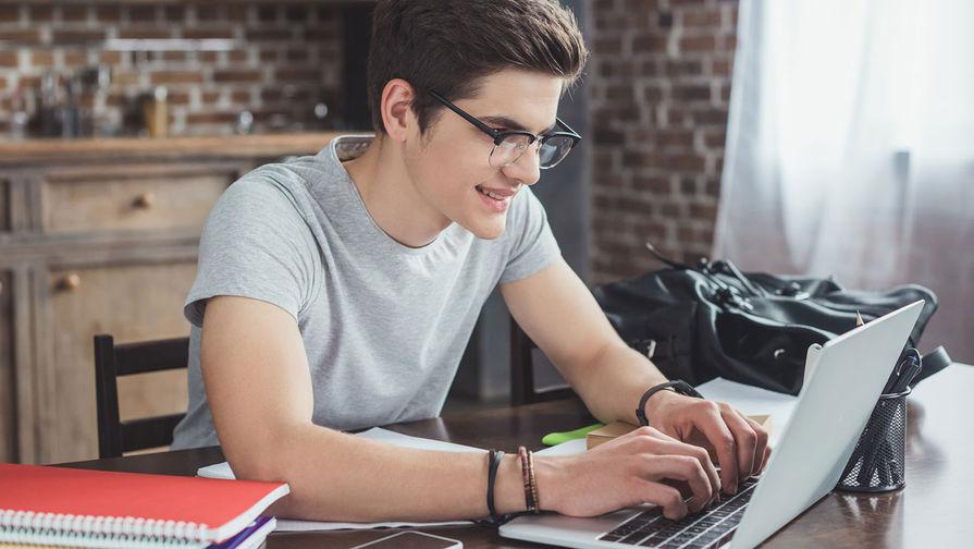 Опрос: большинство российской молодежи считают себя счастливыми