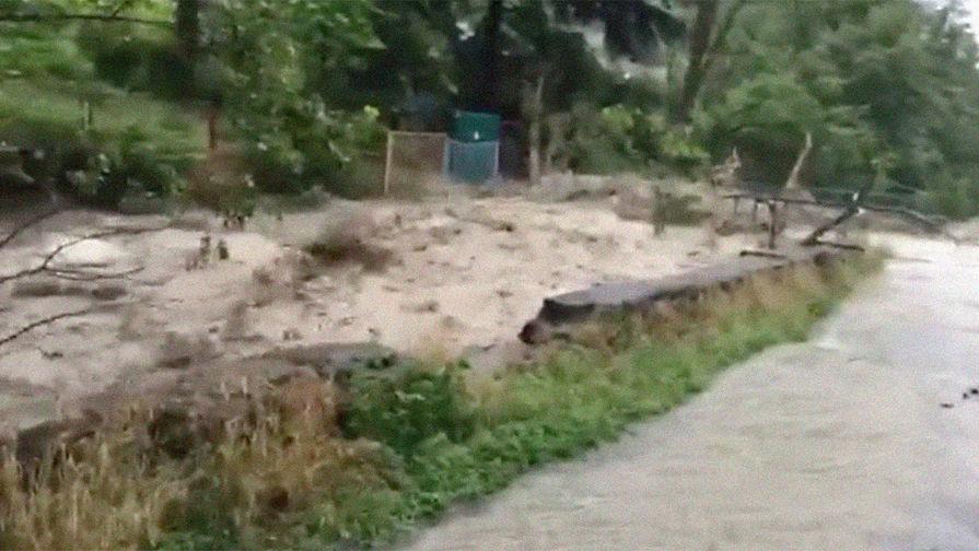 Дожди затопили Ялту