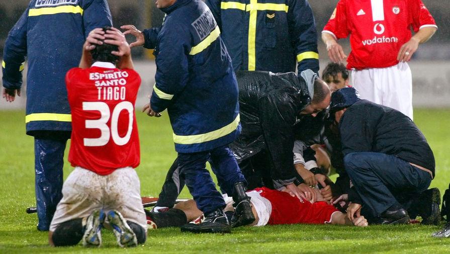Футболист 'Знамени Труда' умер на поле во время матча