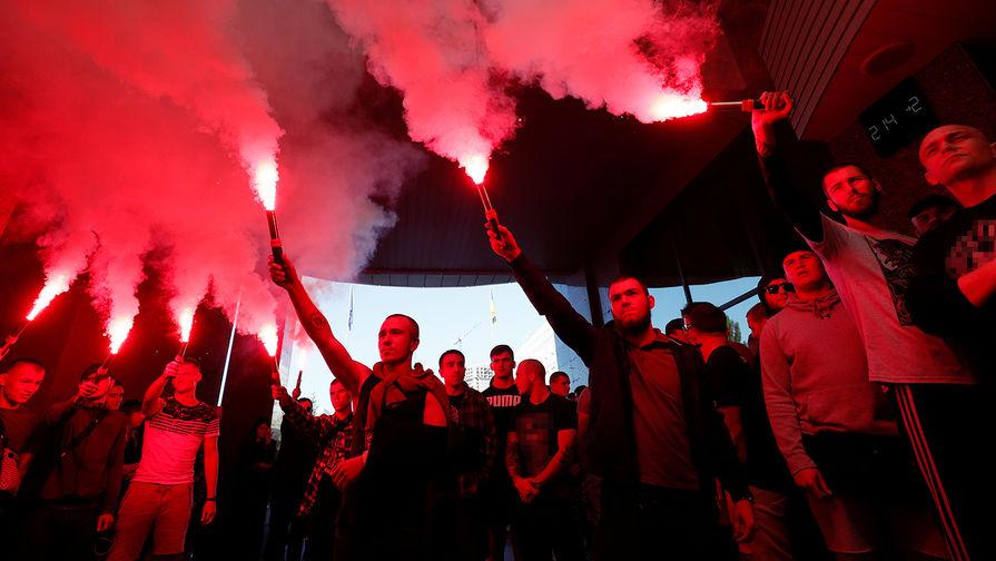 Французские сенаторы потребовали остановить неонацизм на Украине