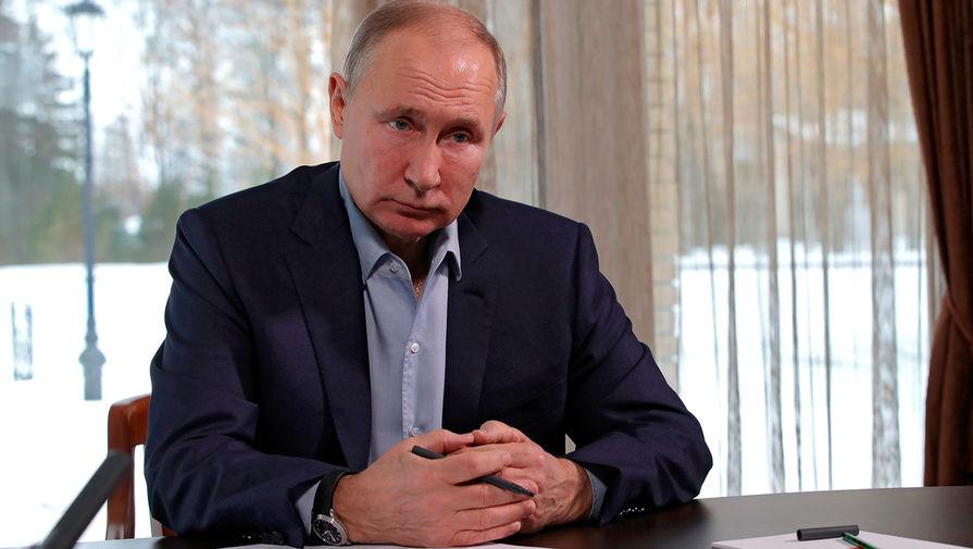 'Ъ': Путин может привиться от коронавируса к осени