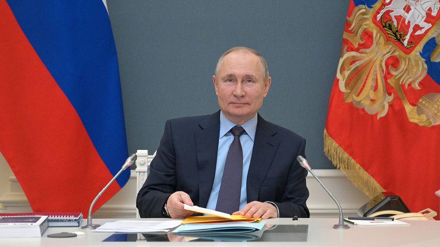 Путин подписал указ о длинных майских выходных с сохранением зарплаты