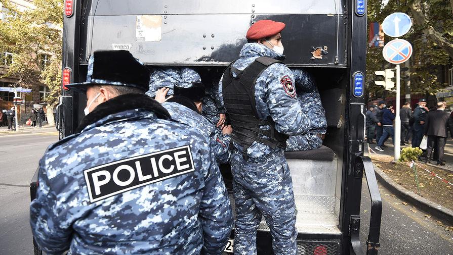 Полиция Еревана задержала 25 человек на акции протеста против Пашиняна