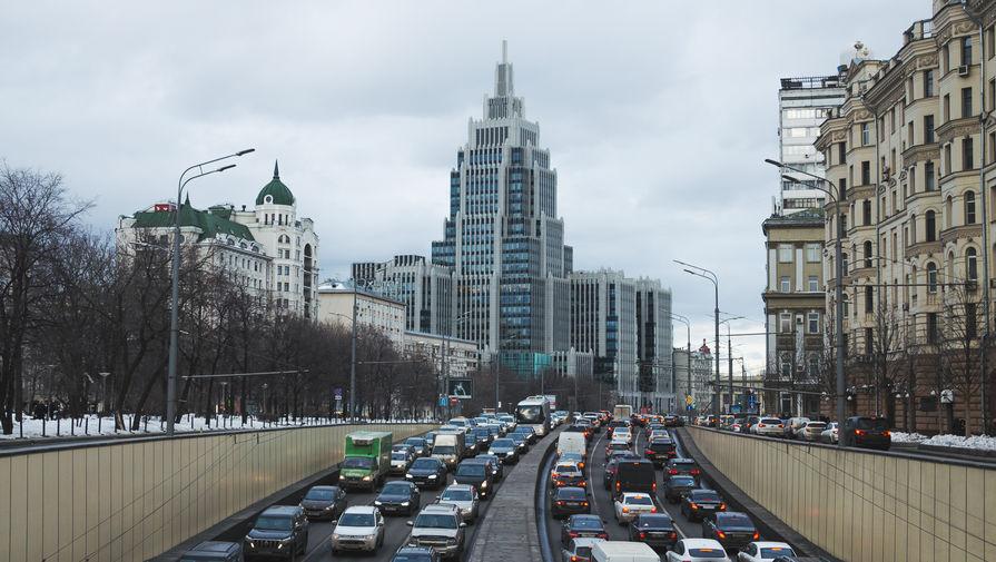 Пробки растянулись на 190 км в утренний час пик в Москве