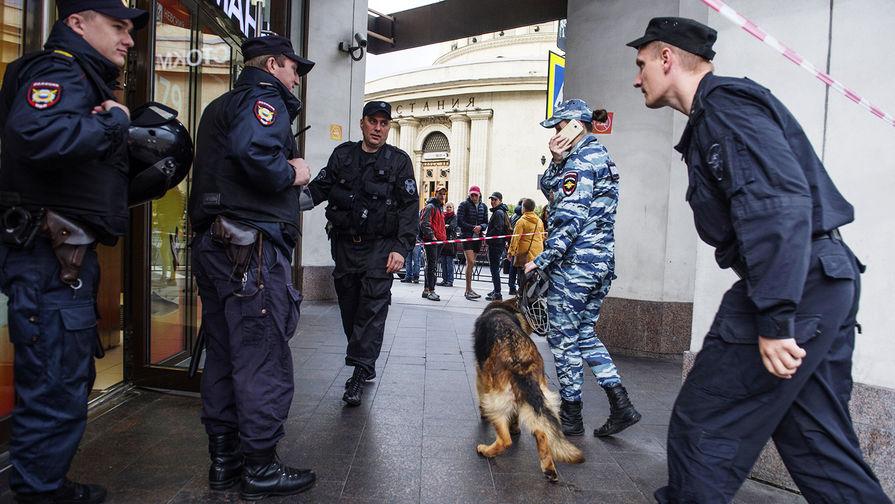 Злоумышленники 'заминировали' три ТЦ в Москве