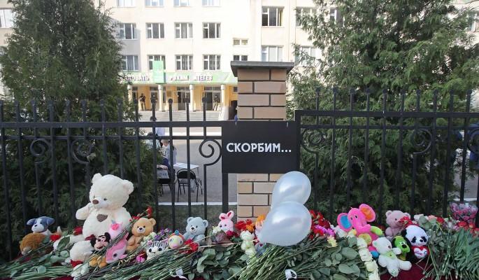 Знаменитости присоединились к акции 'Казань, надо жить!' после трагедии в школе