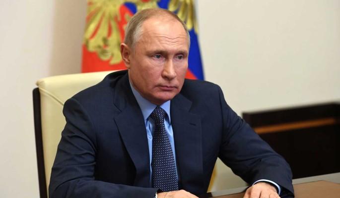 Путин подписал закон о поддержке семей с детьми