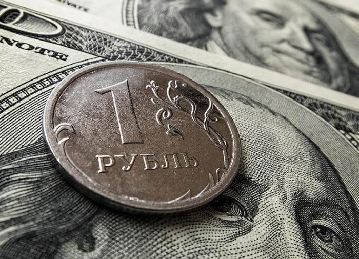 Курс доллара упал ниже 75 рублей на решении Центробанка