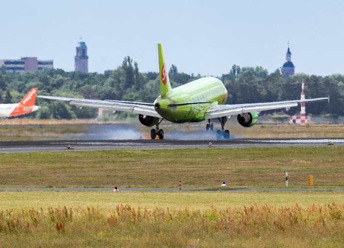 Самолёт вернулся в аэропорт сразу после взлёта в Новосибирске
