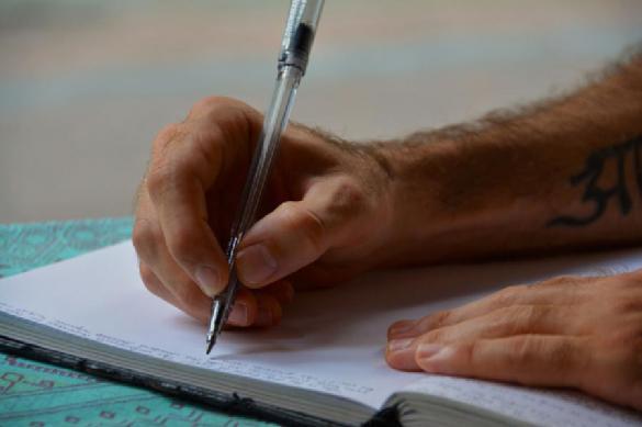Объявлены лауреаты премий 'Поэт года' и 'Писатель года'