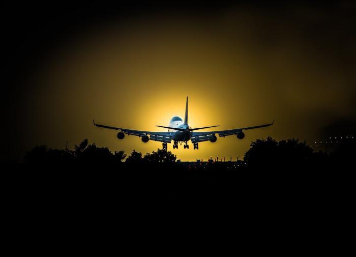 Грузовой Boeing экстренно сел в Новосибирске
