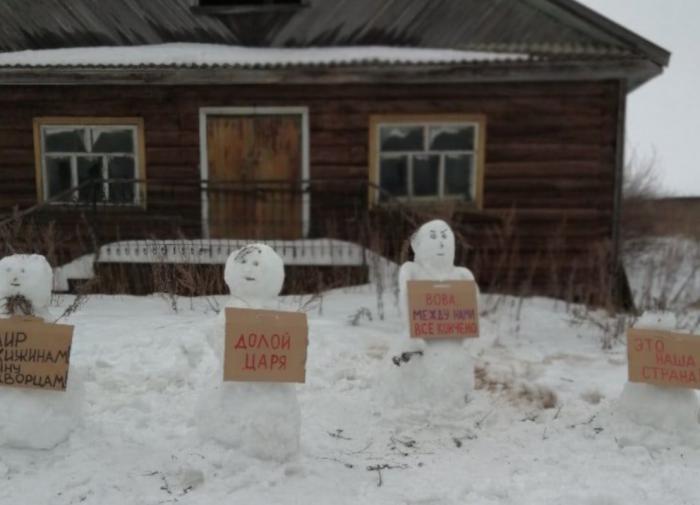 Полиция оправдала протестную акцию снеговиков