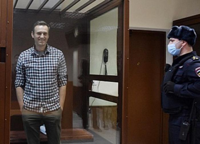 Ещё 'три важных дела': Навальный становится закоренелым преступником