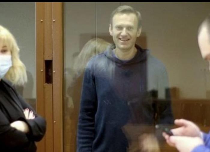 Врачами и сном обеспечен: ФСИН о содержании Навального