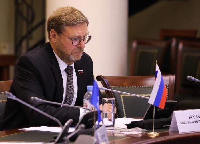 'На уровне сотрясания эфира': Косачёв о 'донбасских сценариях' Киева