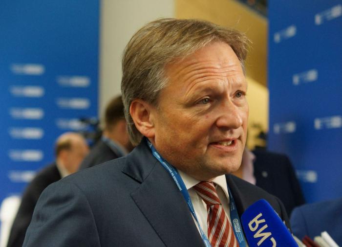 Титов представил меры по формированию 'мощного среднего класса'