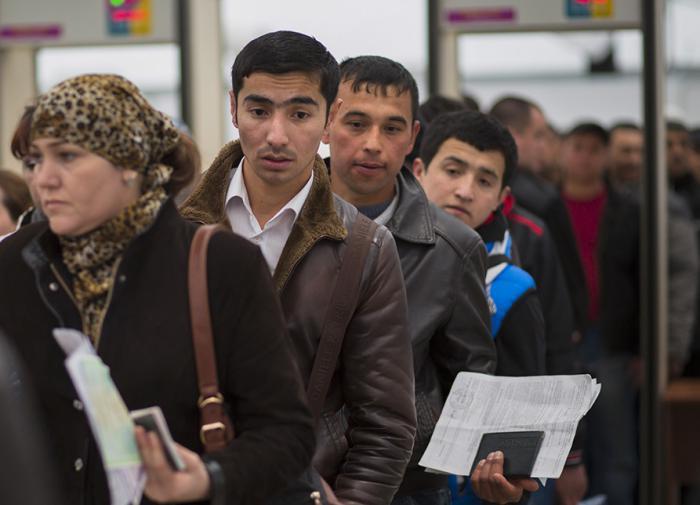 Ультиматум не помог: мигрантам разрешили остаться в России