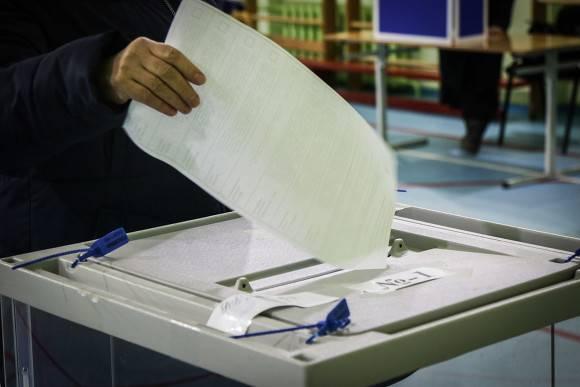 Экзитпол: на выборах мэра Якутска побеждает журналист Виталий Обедин