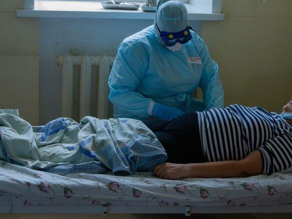 За сутки в России скончались 408 пациентов с коронавирусом