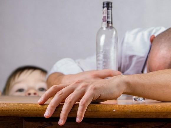 Названа основная причина мужского и женского алкоголизма