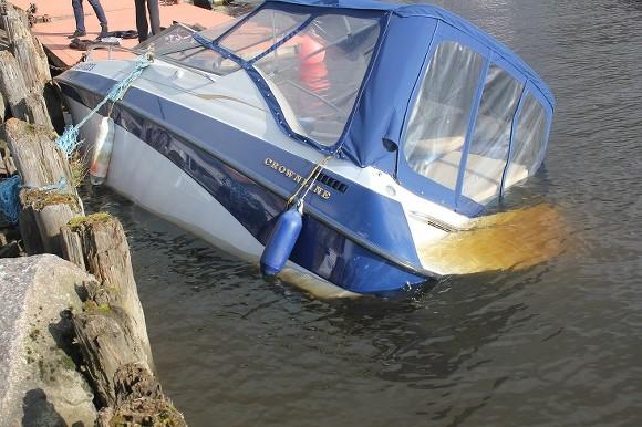 На Амуре после столкновения затонул катер, три человека спасены